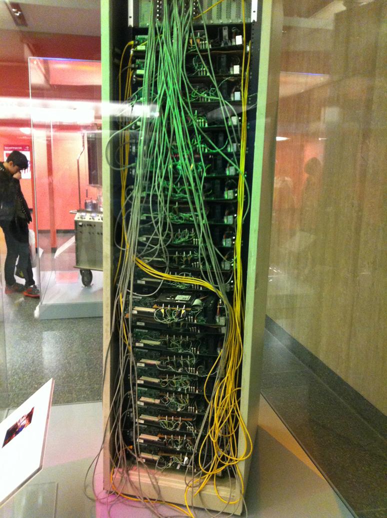 Ce rack, c'était Google à ses débuts. Quand on pense à la taille de leurs datacenters actuels, ça fait drôle.