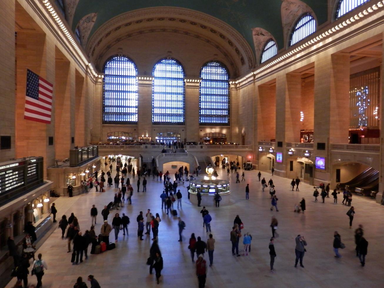 Le hall de la gare (calme, car c'est dimanche).