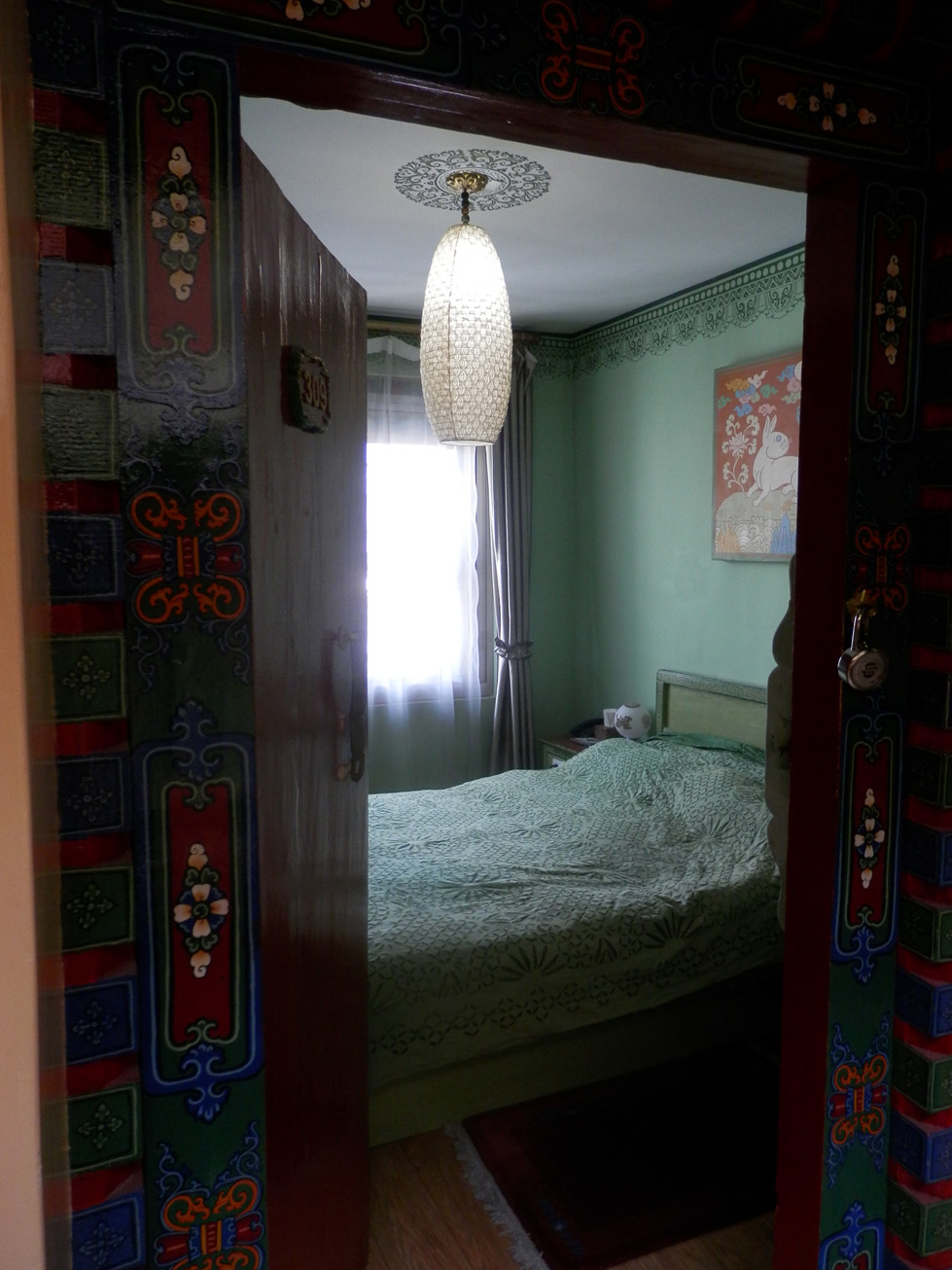 Ma chambre (avec un grand lit, merci Phuntsok !).